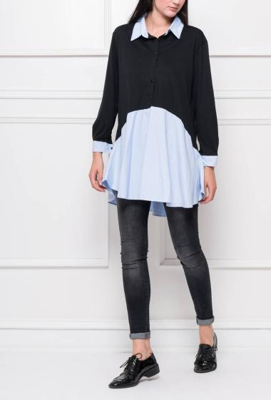 Ruffled and buttoned tunic, contrasting collar