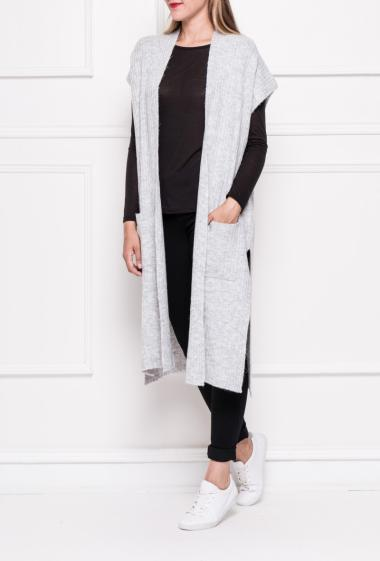 Sleeveless cardigan in soft and ribbed knit with patch pockets