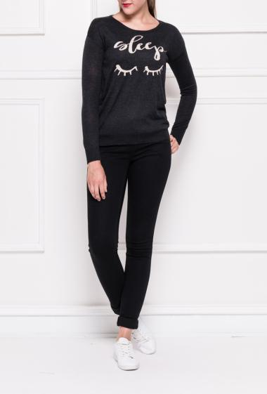 Fine and soft knit pullover with message, contrasting elbow support