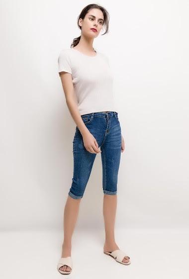 Pantacourt usé en jean