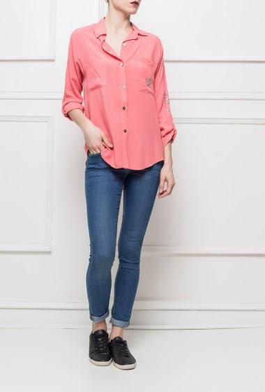 Chemise décontractée avec manches longues retroussables, poche avec étoile en sequin