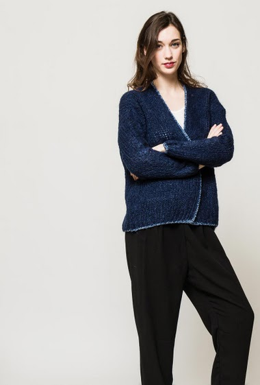 Open cardigan, open front, shiny border. Cardigan lenght : 68 cm. The model measures 177cm, one size corresponds to 10/12