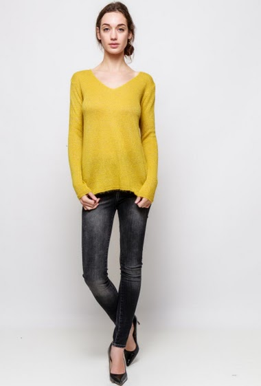 Knitted sweater with lurex, back with sequined star. The model measures 177cm, one size corresponds to 38-40