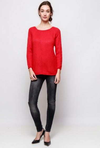 Knitted sweater, classic fit. The model measures 177cm, one size corresponds to 38-40