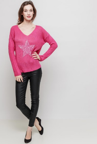 Wool sweater, V neck , long sleeves, stars in sequins, soft knit, casual fit. The mannequin measures 177 cm, TU corresponds to 38