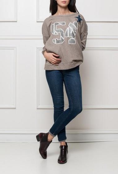 Fleece sweatshirt, casual fit, fancy piping on the sleeves