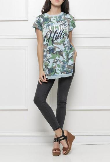 T-shirt à motifs camouflages et impression et bordure brillantes, manches courtes