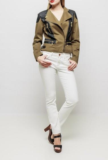 Veste en coton avec empiècement en similicuir, fermeture zippée, manches ornées d'un zip, épaulettes