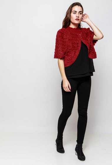 Cardigan with short sleeves, fluffy knit. The model measures 172cm, one size corresponds to 38-40