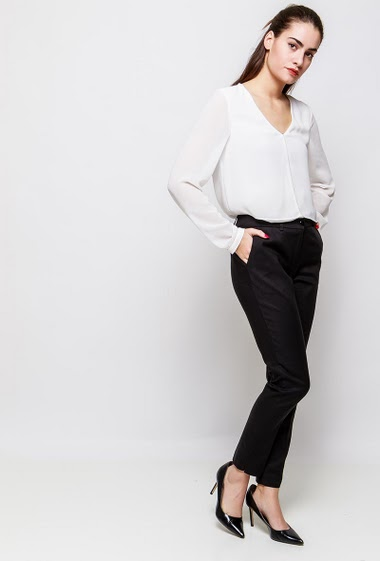 Chic pants, pockets, slim fit. The model measures 172cm and wears 38