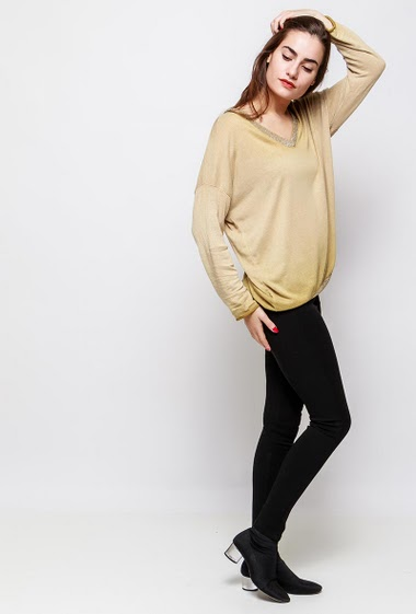 Fine knitted sweater, V neck with lurex, loose fit. The model measures 172cm, one size corresponds to 38-40