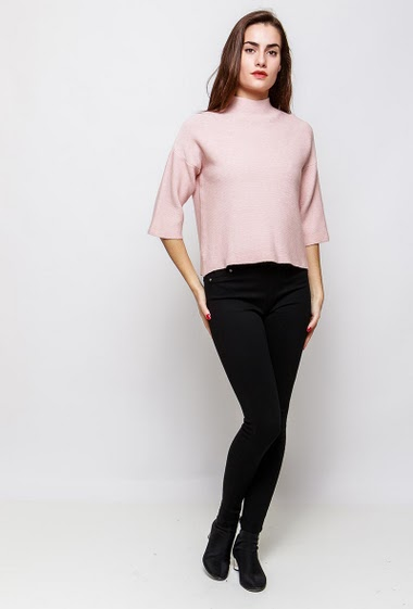 Knitted sweater, zip closure, funnel back. The model measures 172cm, one size corresponds to 38-40