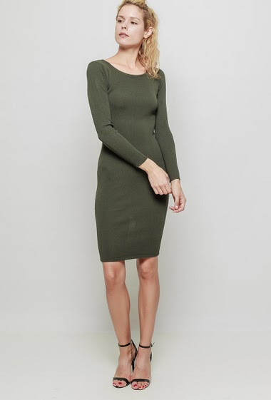 Knit dress with long sleeves, back with slit, close fit. The mannequin measures 177 cm, TU corresponds to 38
