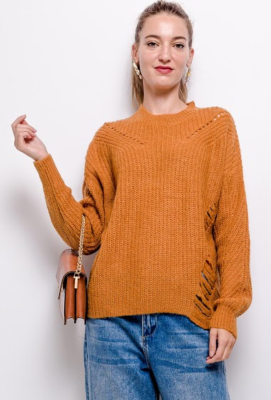 Ripped sweater. The model measures 177 cm