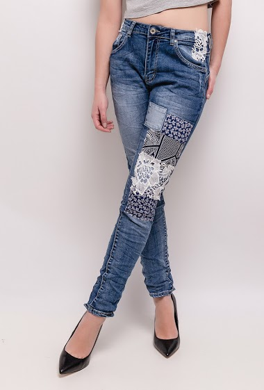 Jeans with The model measures 165cm and wears S/8(UK) 36(FR) - High waist Boyfriend