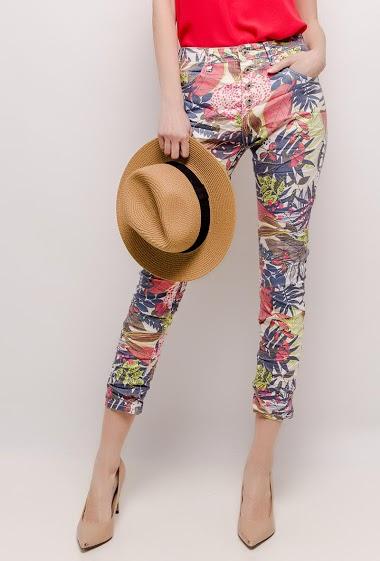 Pantalon à imprimé fleurs. La mannequin mesure 178cm et porte du T36