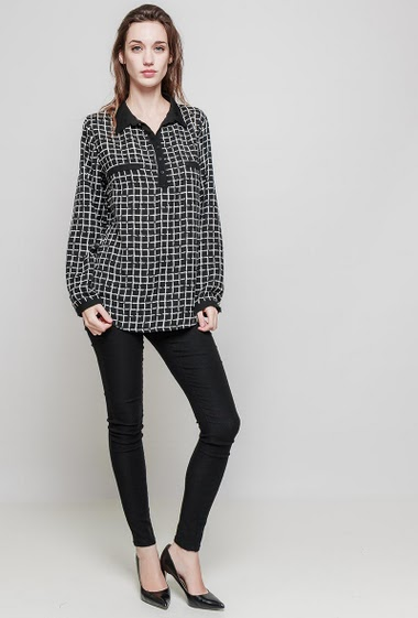 Checked shirt. The model measures 175 cm and wears T46