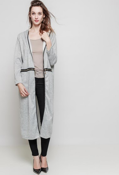 Long lenght cardigan. The model measures 175 cm and wears one size (= 40-46)