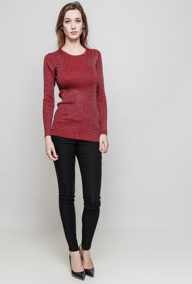 Ribbed pullover. The model measures 175 cm and wears one size (= 36/40)