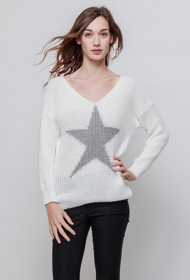 Knitted sweater, shiny ptrinted star, casul fit. The model measures 177cm, one size corresponds to 38-42