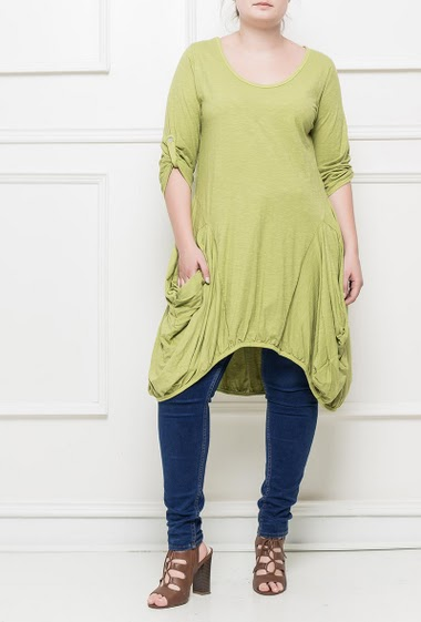 Relaxed tunic, asymmetric fit
