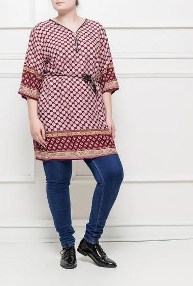 Tunique ou robe à motifs, manches retroussables, col V zippé, coupe droite