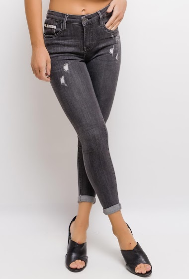 QUEEN HEARTS worn skinny jeans FASHION CENTER