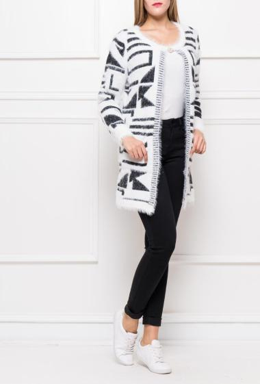 Open cardigan in soft and fluffy knit with graphic pattern, pin with strass