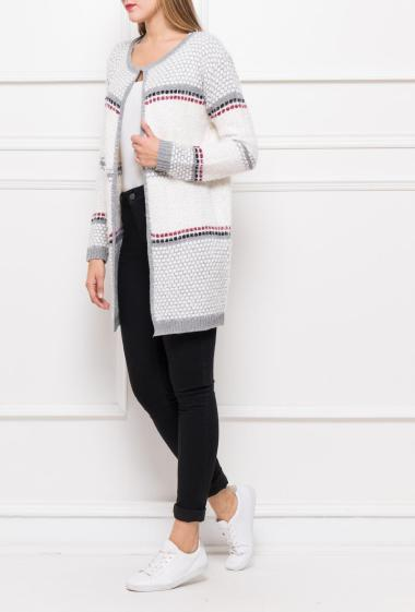 Open and long cardigan in soft and striped knit, closure with one clip