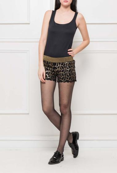 Shorts decorated with sequins, elastic waist, perfect for parties