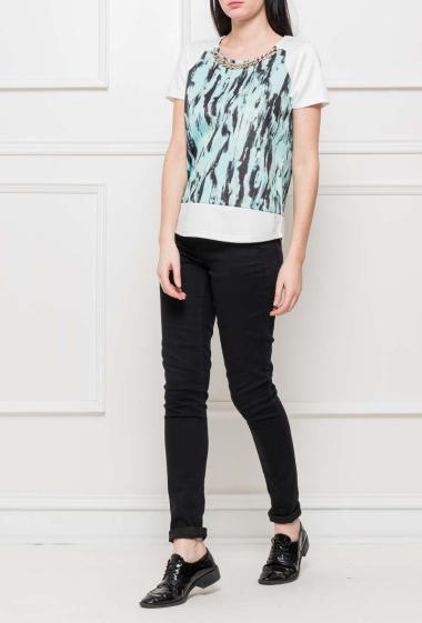 T-shirt à manches courtes, col avec chaîne