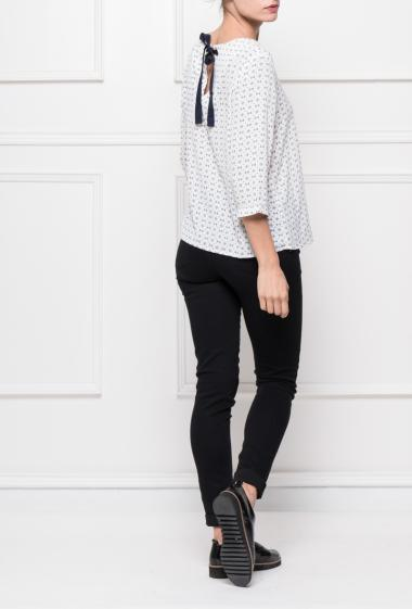 Blouse in crepe with geometric pattern, ribbon to knot on the back, three-quarter sleeves