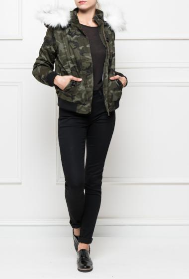 Coat like bomber with camouflage pattern, removable hood decorated with detachable fake fur