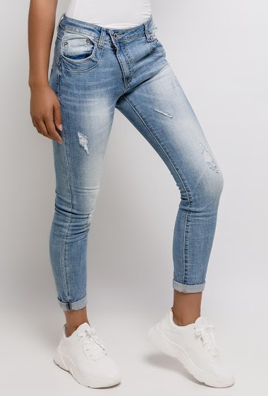 Jeans with asymmetric closure