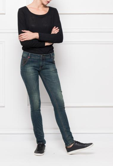 Jeans with pockets, slim fit