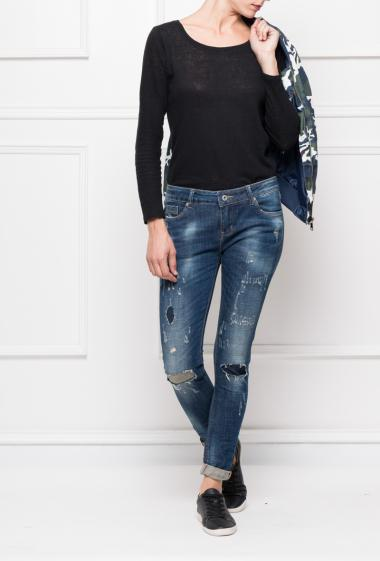 Faded and worn jeans, slim fit