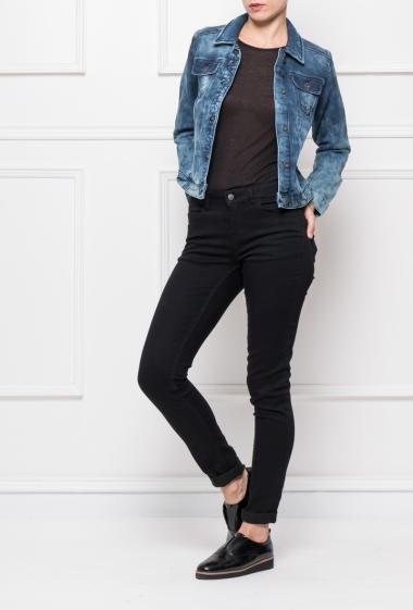 Buttoned jacket in faded denim with pockets, comfortable to wear