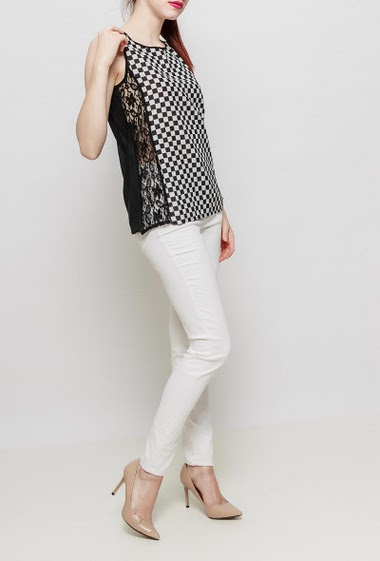 Tank top with bicolour pattern, lace yoke on the side, transparent back, button keyhole back