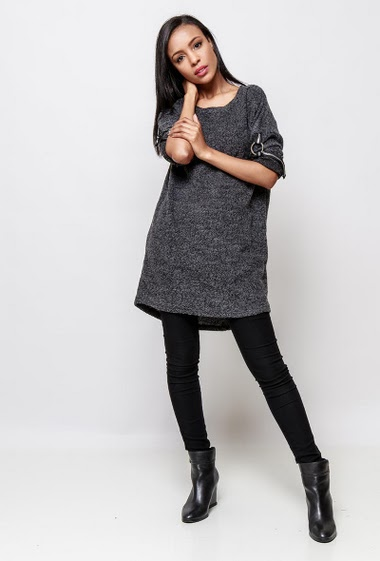 Long sweater with roll-up sleeves. The model measures 170cm, one size corresponds to 38-40