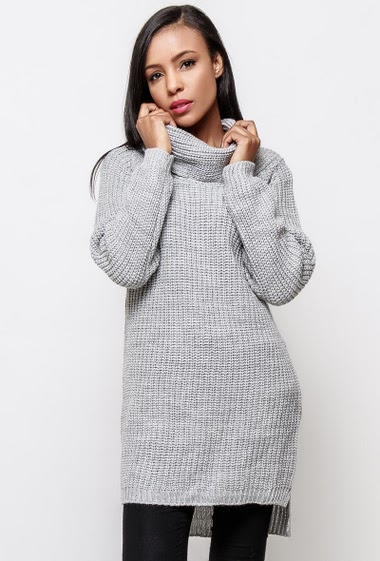Knitted sweater, turtleneck, long fit. The model measures 170cm, one size corresponds to 38-40