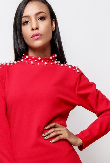 Dress with long sleeves, high collar with pearls. The model measures 170cm, one size corresponds to 38-40