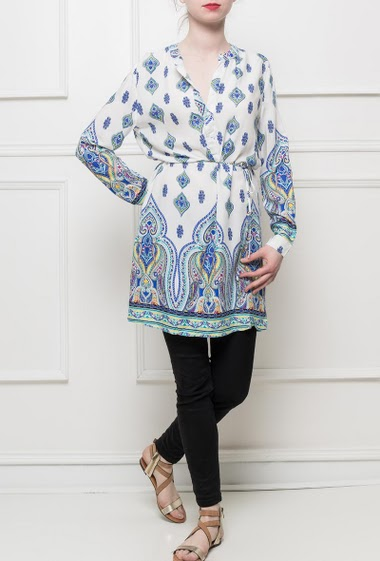 Printed tunic, button V neck, side slits, roll-up sleeves, regular fit, soft fabric, very pleasant to wear