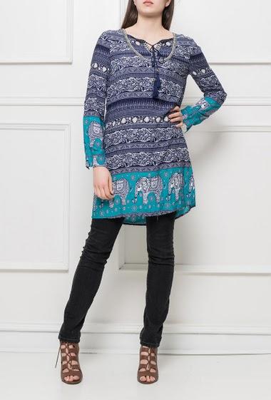 Tunique ou robe à motifs, col avec liens et pompons, coupe droite