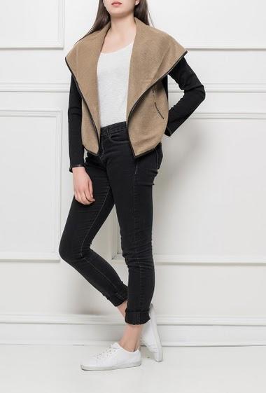 Veste ouverte avec col oversize, bordure en similicuir, poches zippées