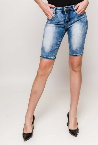 The model measures 177cm and wears S/8