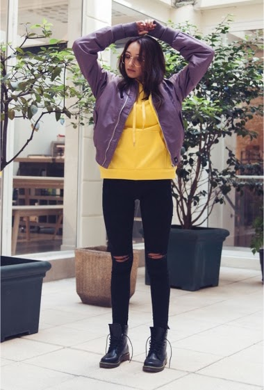 Sixth June bomber jacket for women with oversize cut and fluorescent lining. Two side pockets in soft cotton, one zipped pocket on left arm and one inside pocket. Purple model with yellow lining.