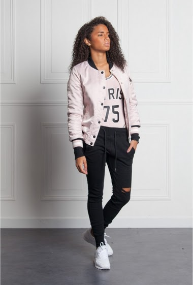 Pink bomber jacket Sixth June Woman. Bulls inspiration. Inscription Pvris 75 on the back. Zipper and buttons on the front. Zipper on the left arm. Bulls style.
