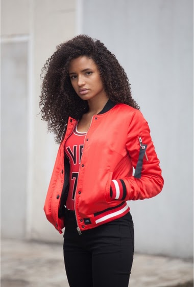 Red bomber jacket Sixth June Woman. Bulls inspiration. Inscription Pvris 75 on the back. Zipper and buttons on the front. Zipper on the left arm. Bulls style.