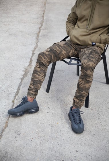 Sixth June men jeans in camouflage material and elastic bands on ankles. Slim fit and cargo pockets on sides. Green camouflage model.