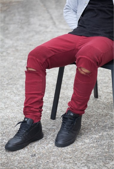 Jean biker burgundy Sixth June Man. Destroyed effect on knees. Stries patchs on thighs. Sim cut.